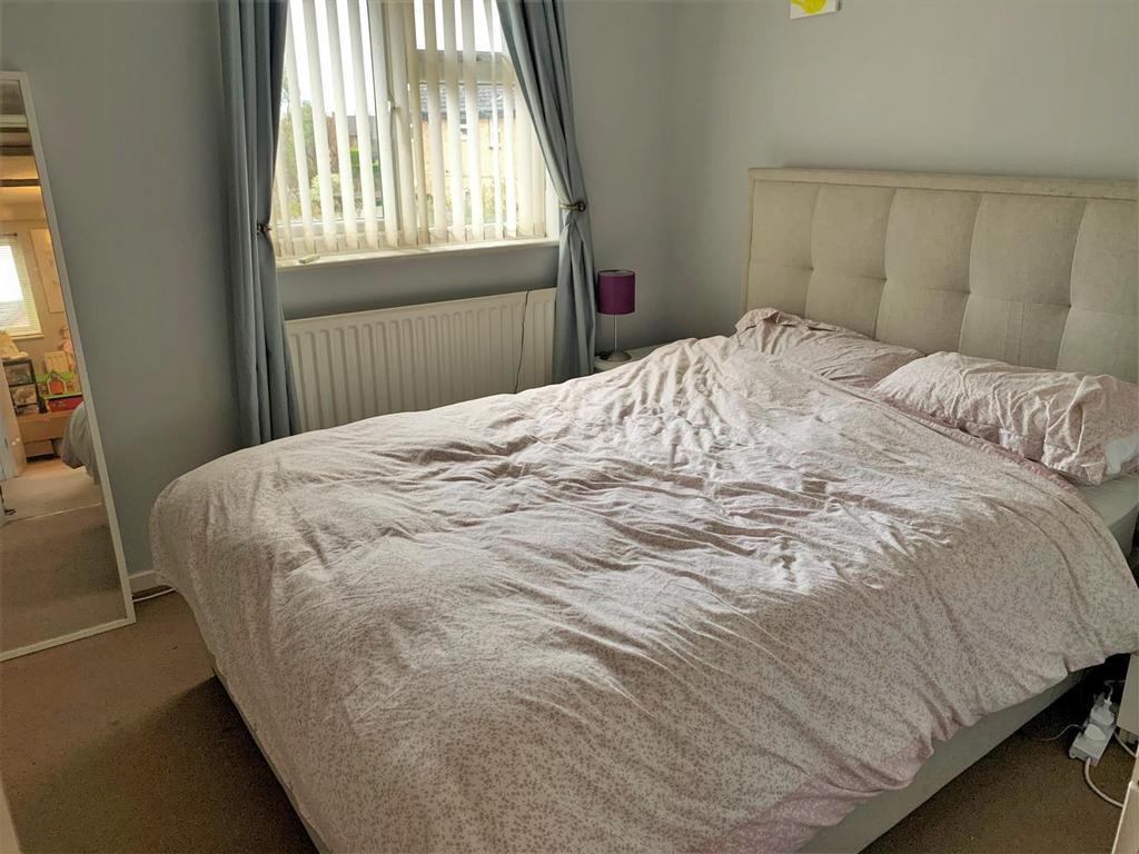 2 Sherington Mead, Chippenham   Bedroom.jpg