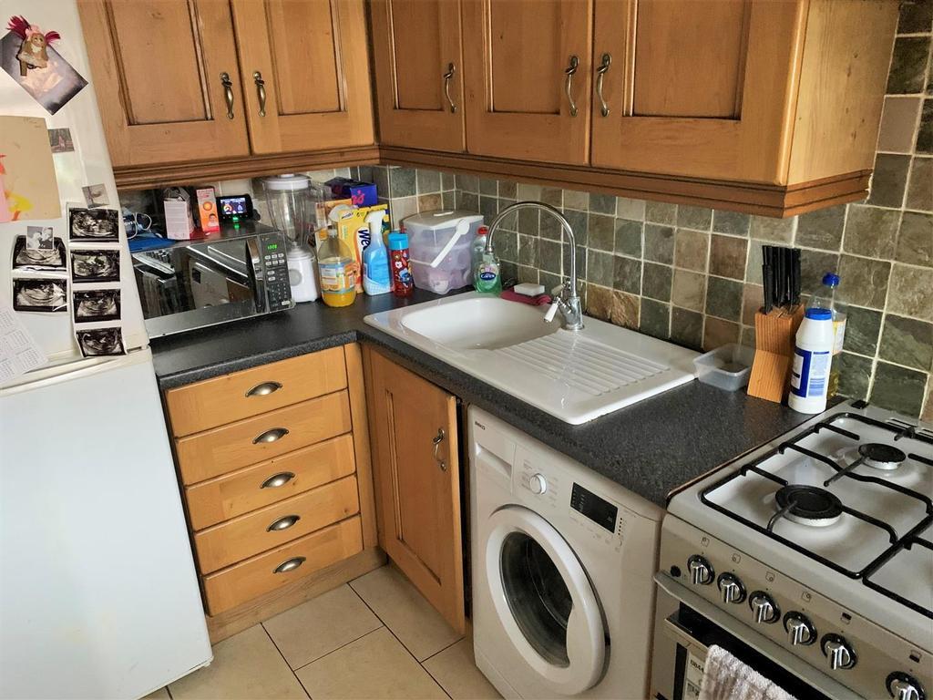 2 Sherington Mead, Chippenham   Kitchen2.jpg