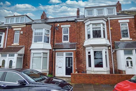 3 bedroom flat - West Park Road, South Shields