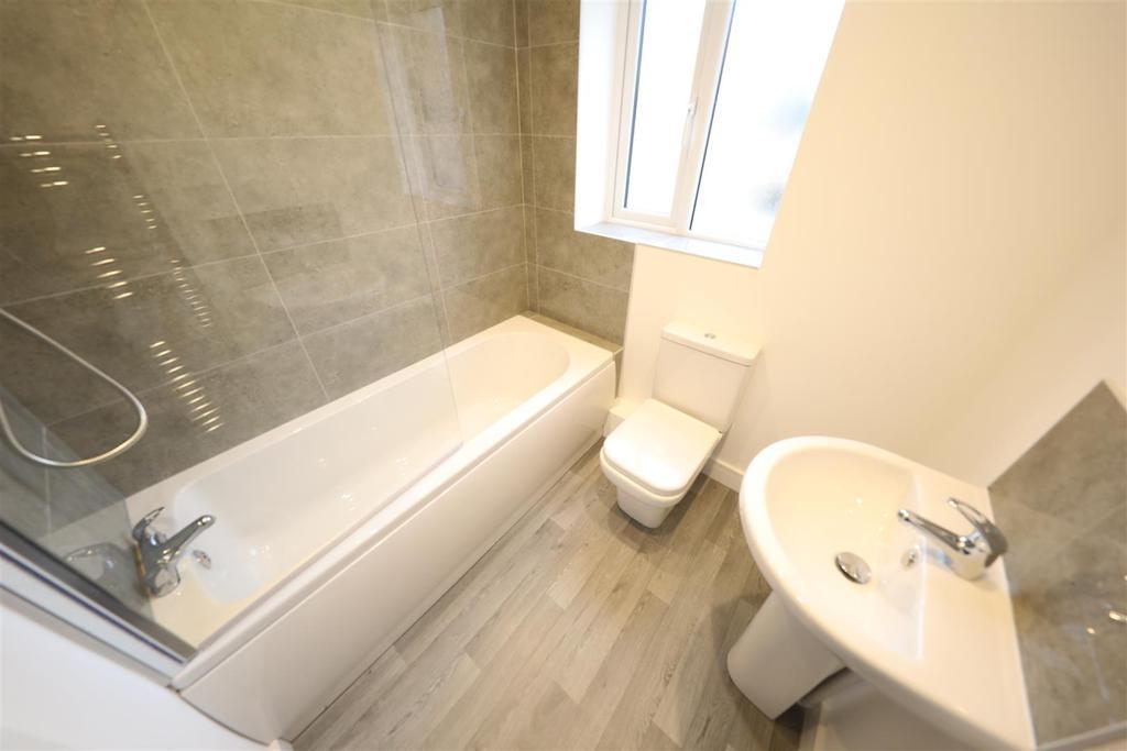 4 bed semi   bathroom.JPG