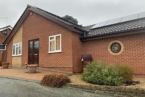 2 bedroom detached bungalow for sale - Evesham Close, Ipswich