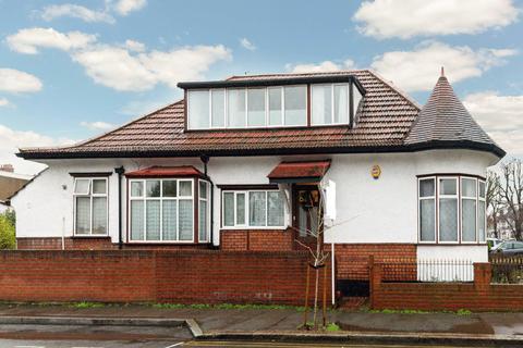 6 bedroom detached house for sale - Kings Ave , New Malden, KT3