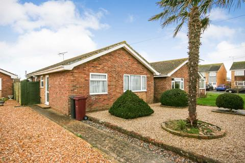 2 bedroom detached bungalow for sale - Malthouse Road, Selsey