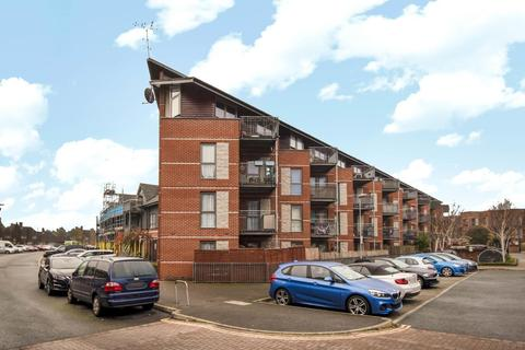 2 bedroom flat for sale - Page Road, Feltham, TW14