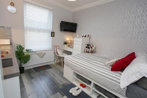 Studio to rent - Victoria Street, Dunstable LU6