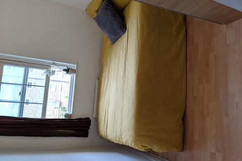 1 bedroom in a flat share to rent - William Square Sovereign Crescent, London SE16