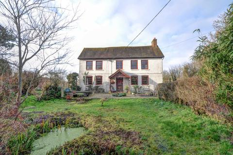 5 bedroom detached house for sale - Meadle - Period Farm House - No Upper Chain