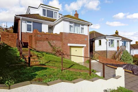 4 bedroom detached bungalow to rent - Tumulus Road Saltdean BN2