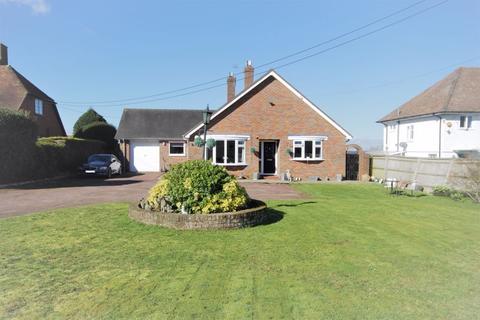 3 bedroom detached bungalow for sale - Great Kimble