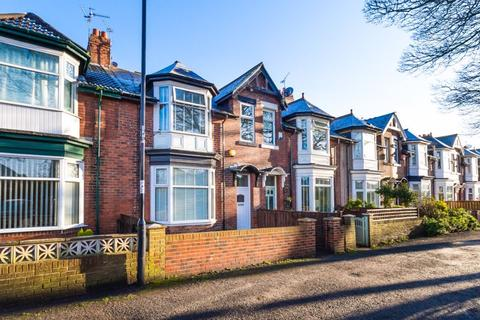 4 bedroom terraced house for sale - Stunning Spacious Victorian Family Home Situated on Private Gated Street
