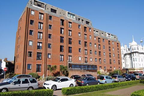 1 bedroom apartment to rent - 35-37 Marina, Bexhill-on-Sea, TN40