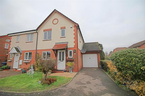 3 bedroom semi-detached house - Wedgewood Drive, Church Langley