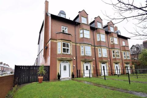4 bedroom end of terrace house - St Annes, Sunderland Road, South Shields