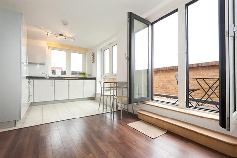 3 bedroom flat to rent - Dalston Square, Dalston, London
