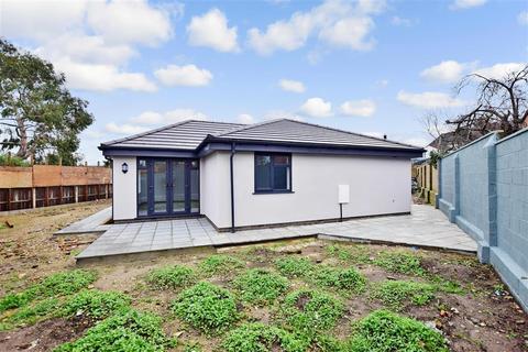 2 bedroom detached bungalow for sale - Queens Road, Gillingham, Kent