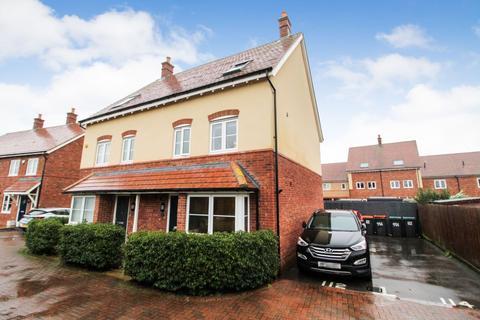 4 bedroom semi-detached house for sale - Hilton Close, Kempston, Bedford