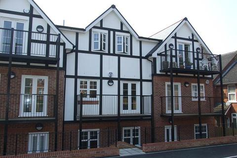 2 bedroom flat to rent - Woodley Court, West Wycombe Road, High Wycombe, HP12