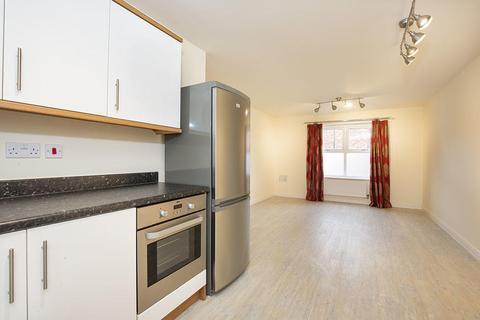 2 bedroom flat - Leslie Park Road, Croydon, Surrey, CR0