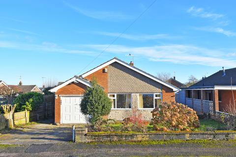 3 bedroom bungalow for sale - Field Close, Dronfield Woodhouse, Derbyshire, S18 8YJ