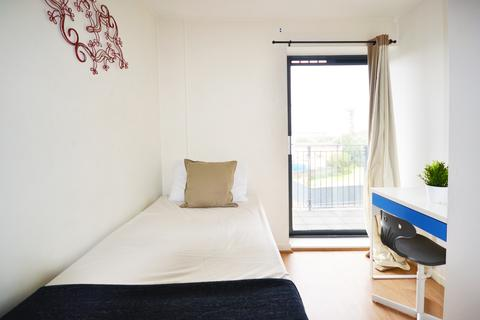 1 bedroom in a flat share to rent - 72 High Street, London E15