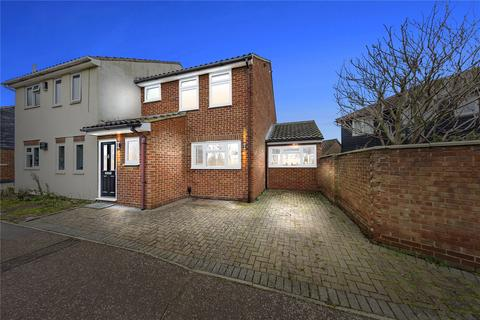 3 bedroom semi-detached house for sale - Cawkwell Close, Chelmsford, Essex, CM2