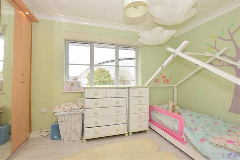 2 bedroom terraced house - Windsor Court, Gillingham, Kent