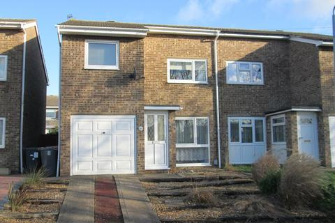 3 bedroom semi-detached house to rent - Buttermere Close, Kempston
