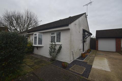 2 bedroom semi-detached bungalow for sale - Lakin Close, Chelmsford, CM2 6RU