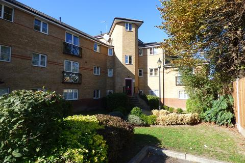 2 bedroom flat to rent - South Street, Romford