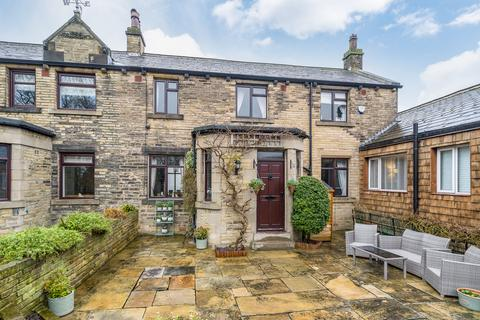 3 bedroom barn conversion for sale - Woodlands Court, Pudsey