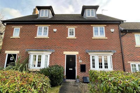 3 bedroom townhouse - Brandon Close, Shadwell, Leeds