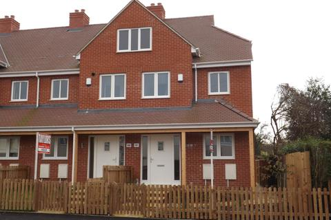 3 bedroom end of terrace house for sale - Tennyson Road, St Marks, GL51