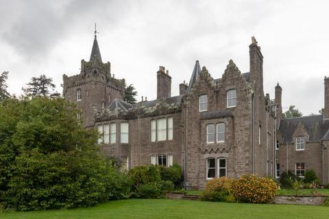 3 bedroom flat to rent - Flat 4, Finavon Castle, Forfar, DD8 3PX