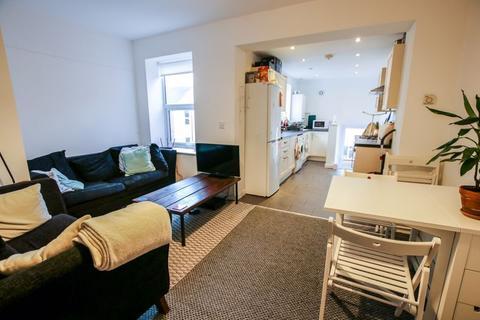 3 bedroom apartment to rent - Sixth Avenue, Jesmond - 3 Bedrooms - 55pppw