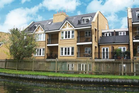 2 bedroom flat to rent - Bayswater Close, Palmers Green, London N13