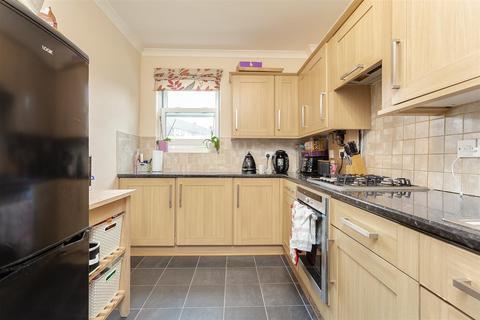 2 bedroom apartment - London Road, Cheam