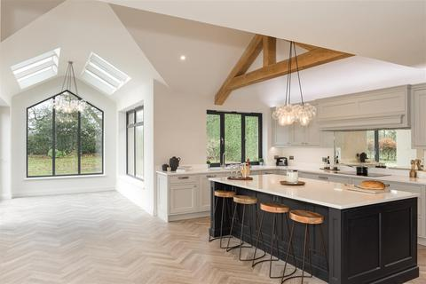 4 bedroom bungalow for sale - Dean Oak Lane, Leigh, Reigate