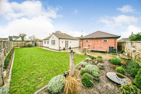3 bedroom detached bungalow for sale - Heath Road, Alresford, CO7