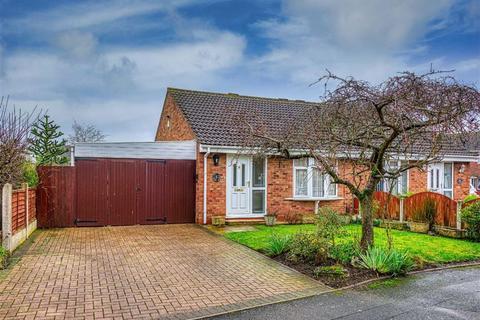 2 bedroom semi-detached bungalow for sale - 6, Tebworth Close, Pendeford, Wolverhampton, WV9