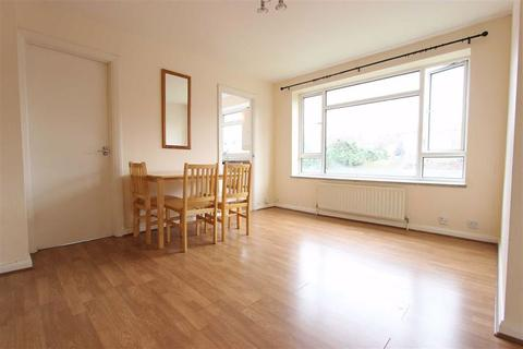 Studio - Fairfield Close, North Finchley, London