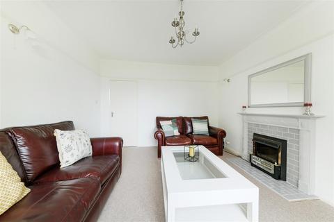 2 bedroom semi-detached bungalow for sale - Farm Way, Worcester Park