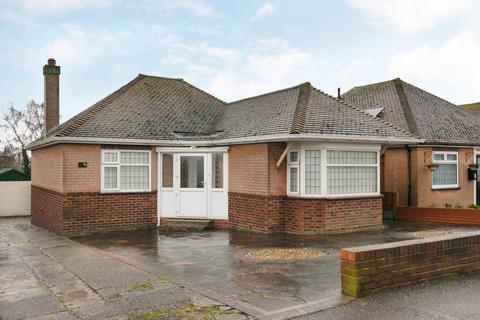 2 bedroom detached bungalow for sale - The Ridgeway, Broadstairs