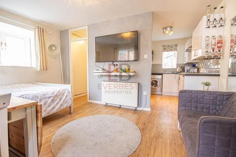 Studio to rent - Charlotte Mews, Newcastle Upon Tyne