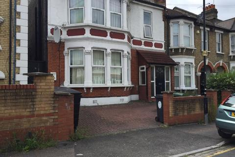 1 bedroom flat - Goldsmith Road, LONDON, E10