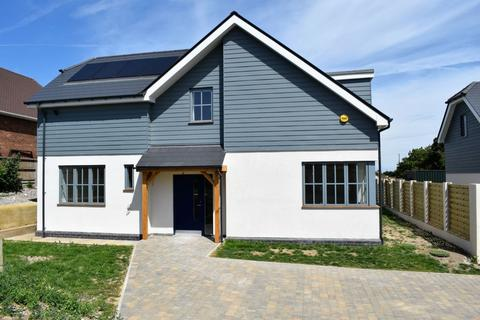 4 bedroom detached house for sale - Downs Road, East Studdal, CT15
