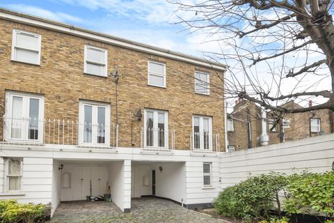 3 bedroom townhouse for sale - Robinscroft Mews London SE10