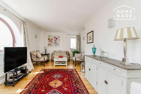 2 bedroom flat to rent - William Morris Way, Fulham, SW6