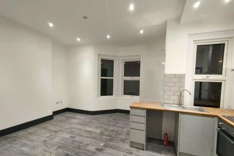 3 bedroom semi-detached house to rent - Beautiful 3-Bedroom Semi-Detached House to Rent on Waddon Road, Croydon