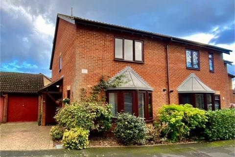 5 bedroom semi-detached house for sale - Mistys Field, WALTON-ON-THAMES, Surrey