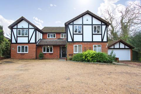 6 bedroom detached house - Kingswood